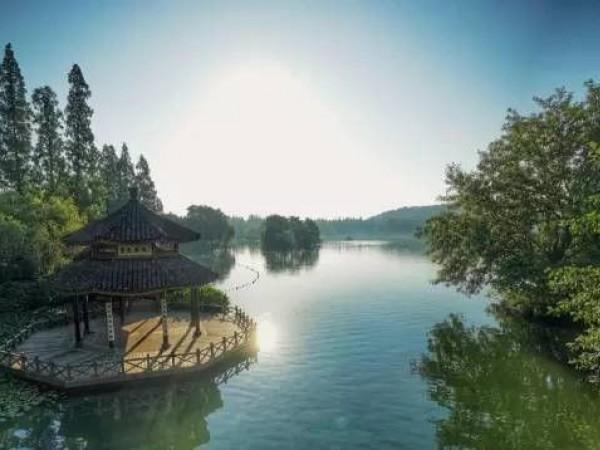 贾文胜:打造区域特色鲜明的一流高职